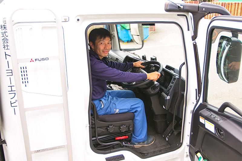 乳製品の大型ルート配送(デポ輸送)ドライバー